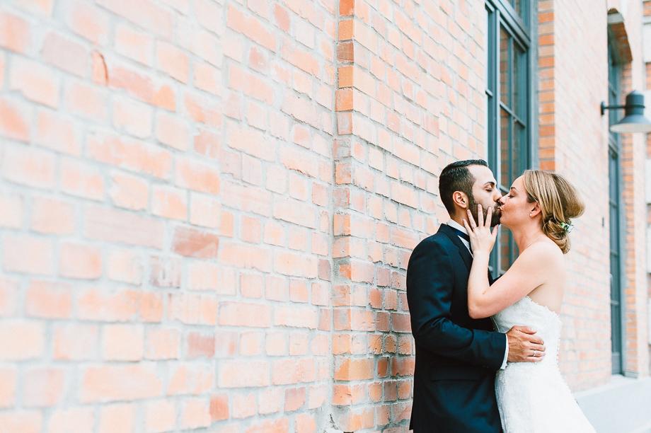 Hochzeit_Kolbermoor_Alte_Spinnerei_Modern_Brautpaar_Multikulturell_Laura_Elena_Photography_001-3