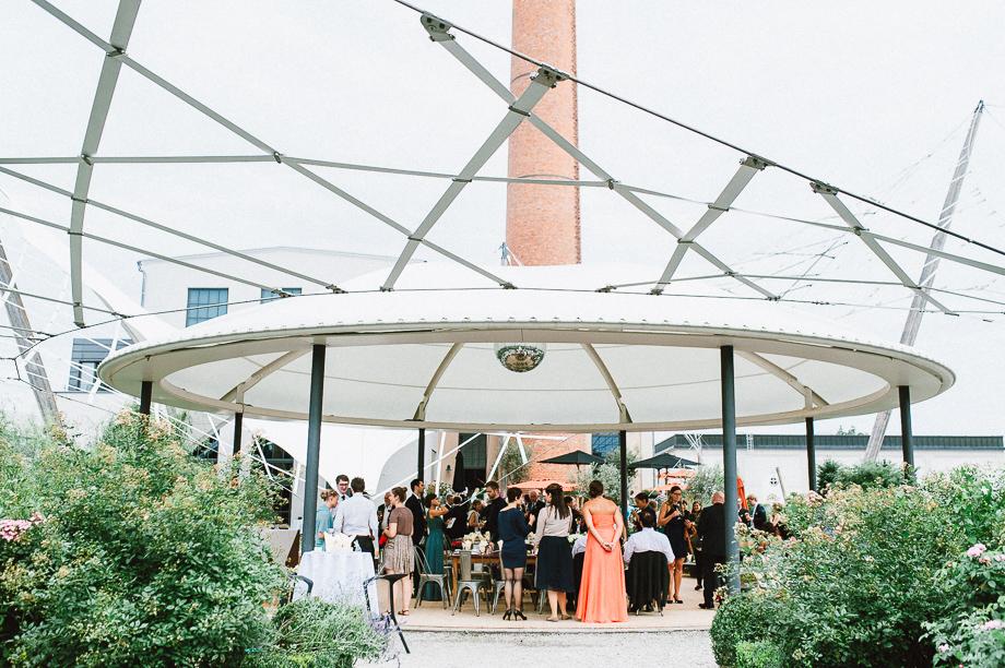 Hochzeit_Kolbermoor_Alte_Spinnerei_Modern_Brautpaar_Multikulturell_Laura_Elena_Photography_037