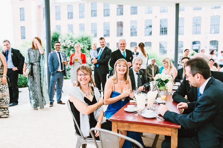 Hochzeit_Kolbermoor_Alte_Spinnerei_Modern_Brautpaar_Multikulturell_Laura_Elena_Photography_055