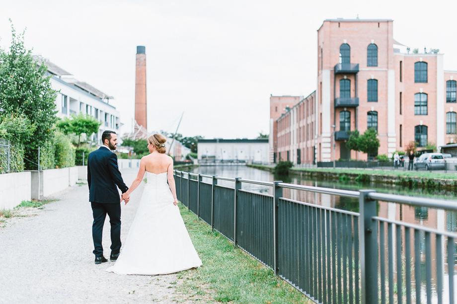 Hochzeit_Kolbermoor_Alte_Spinnerei_Modern_Brautpaar_Multikulturell_Laura_Elena_Photography_068
