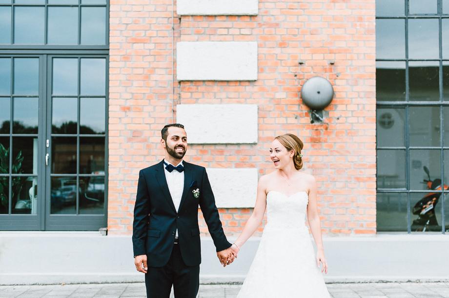Hochzeit_Kolbermoor_Alte_Spinnerei_Modern_Brautpaar_Multikulturell_Laura_Elena_Photography_074