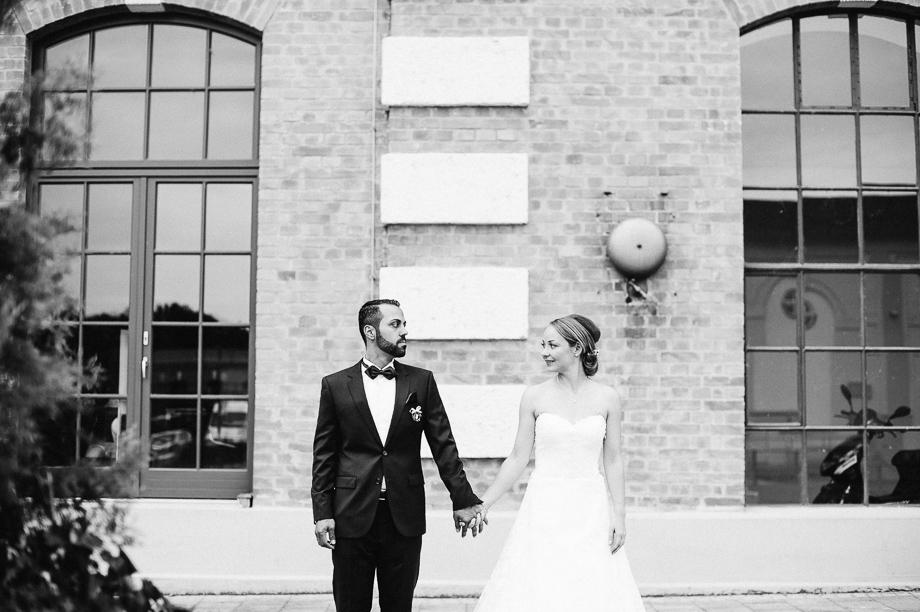 Hochzeit_Kolbermoor_Alte_Spinnerei_Modern_Brautpaar_Multikulturell_Laura_Elena_Photography_075