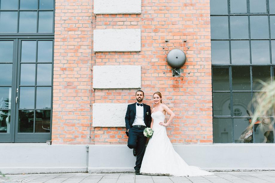 Hochzeit_Kolbermoor_Alte_Spinnerei_Modern_Brautpaar_Multikulturell_Laura_Elena_Photography_076