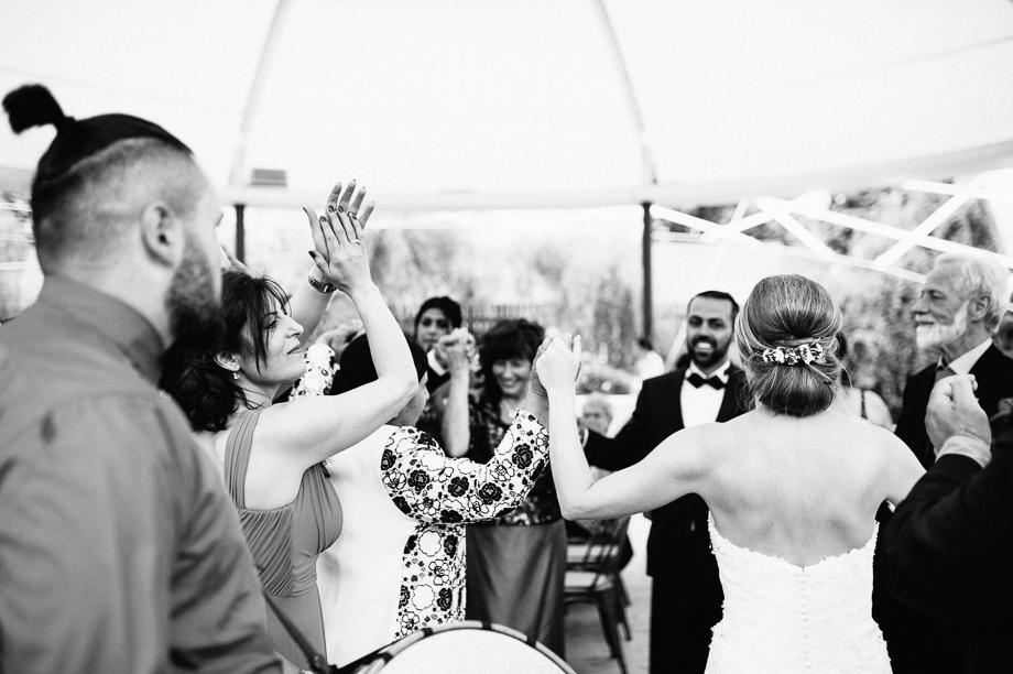 Hochzeit_Kolbermoor_Alte_Spinnerei_Modern_Brautpaar_Multikulturell_Laura_Elena_Photography_079