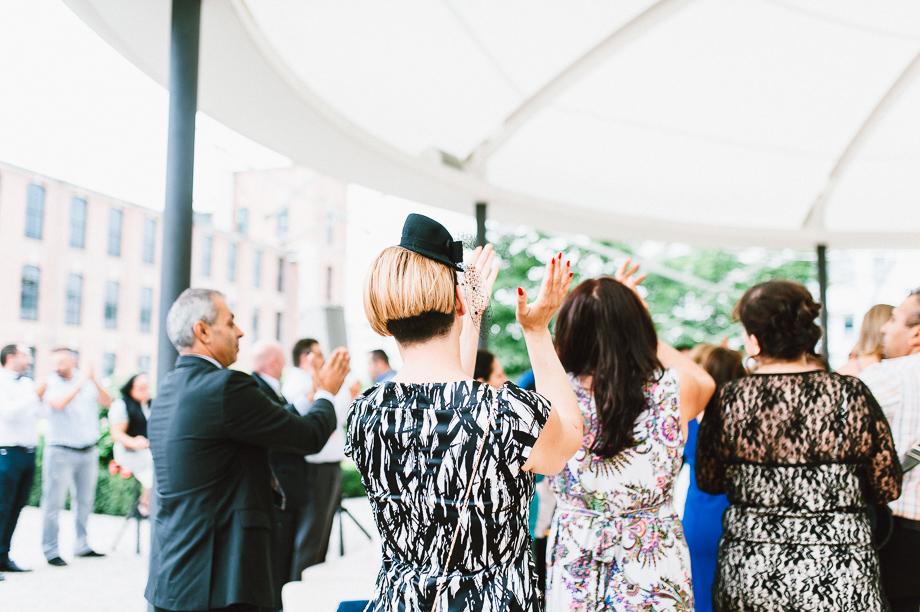 Hochzeit_Kolbermoor_Alte_Spinnerei_Modern_Brautpaar_Multikulturell_Laura_Elena_Photography_080