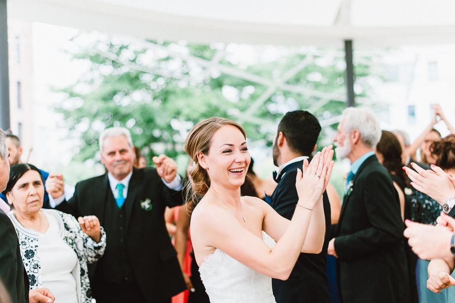 Hochzeit_Kolbermoor_Alte_Spinnerei_Modern_Brautpaar_Multikulturell_Laura_Elena_Photography_081