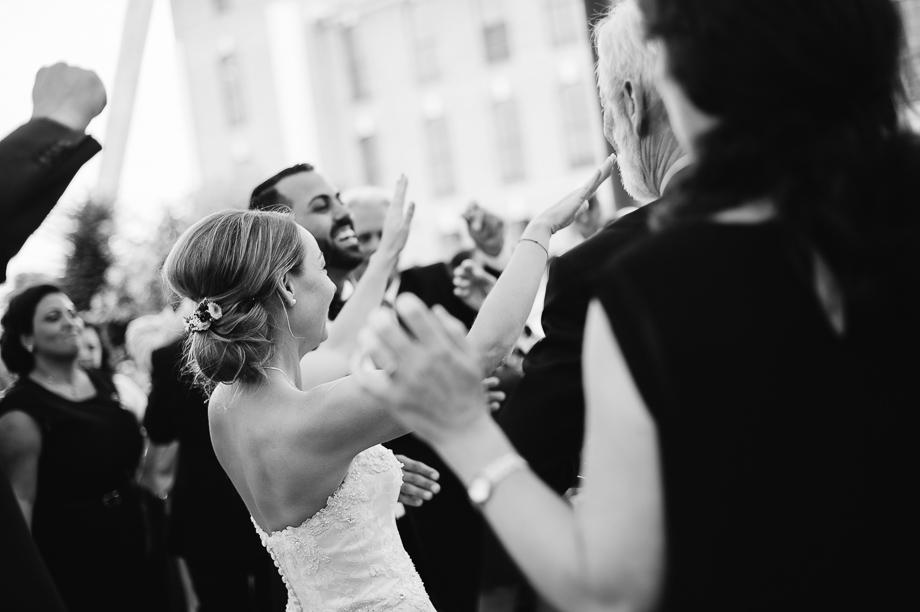 Hochzeit_Kolbermoor_Alte_Spinnerei_Modern_Brautpaar_Multikulturell_Laura_Elena_Photography_084