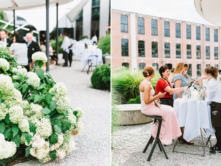 Hochzeit_Kolbermoor_Alte_Spinnerei_Modern_Brautpaar_Multikulturell_Laura_Elena_Photography_096