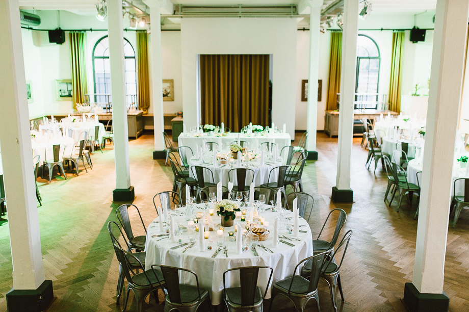 Hochzeit_Kolbermoor_Alte_Spinnerei_Modern_Brautpaar_Multikulturell_Laura_Elena_Photography_116