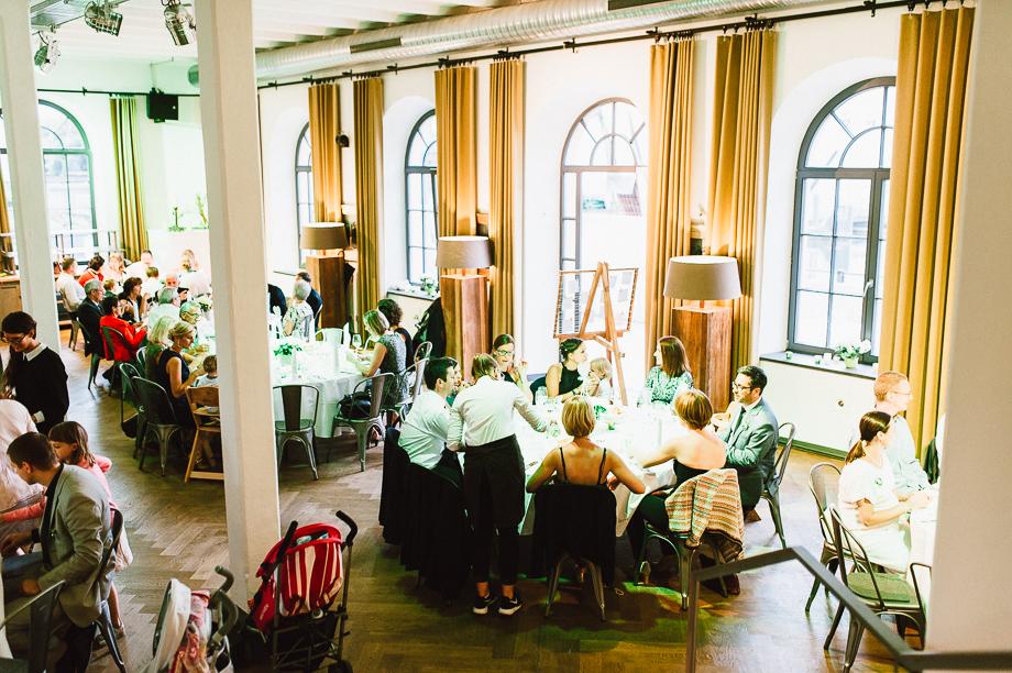 Hochzeit_Kolbermoor_Alte_Spinnerei_Modern_Brautpaar_Multikulturell_Laura_Elena_Photography_118