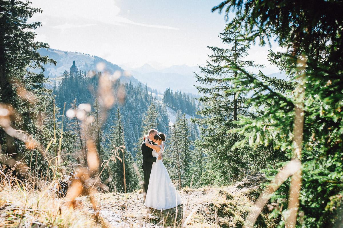 Brautpaar vor Bergkulisse