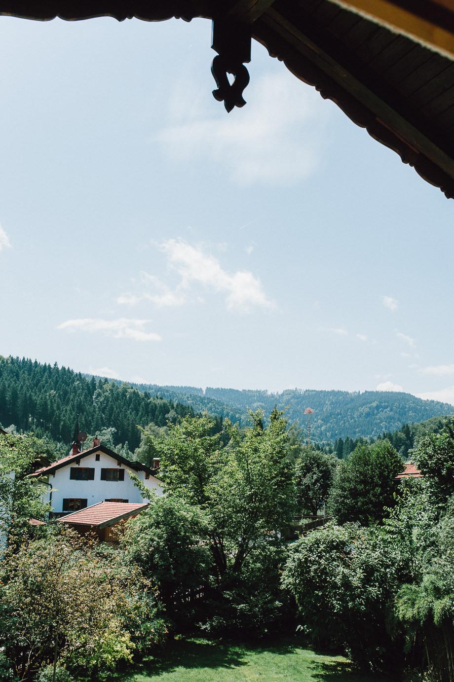 Hochzeit_Tegernsee_Lauraelenaphotography_Lake_Wedding_Freihaus_Brenner_Mountainwedding_Sommerhochzeit_NewYork_Seeblick_001