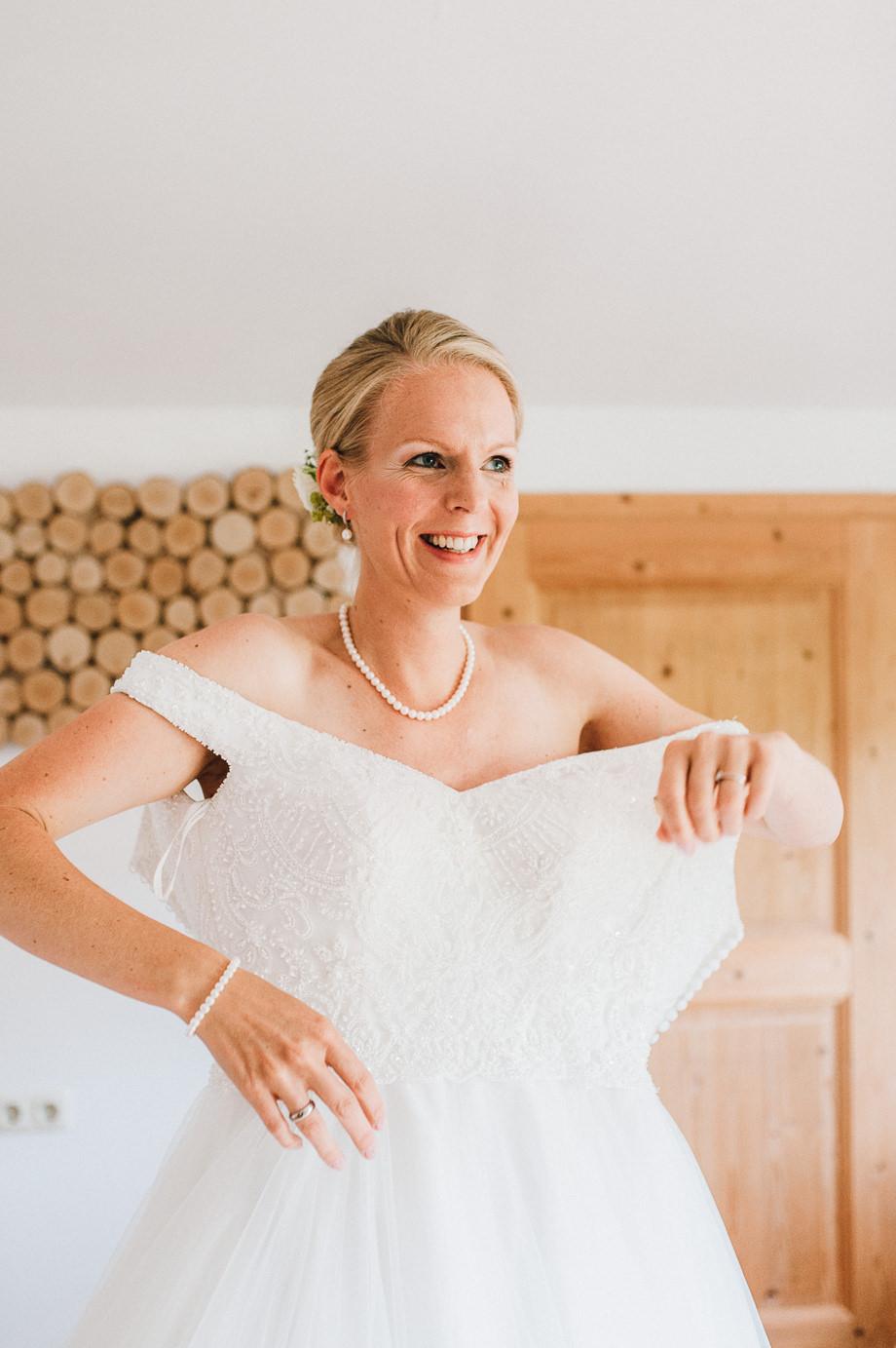 Hochzeit_Tegernsee_Lauraelenaphotography_Lake_Wedding_Freihaus_Brenner_Mountainwedding_Sommerhochzeit_NewYork_Seeblick_019