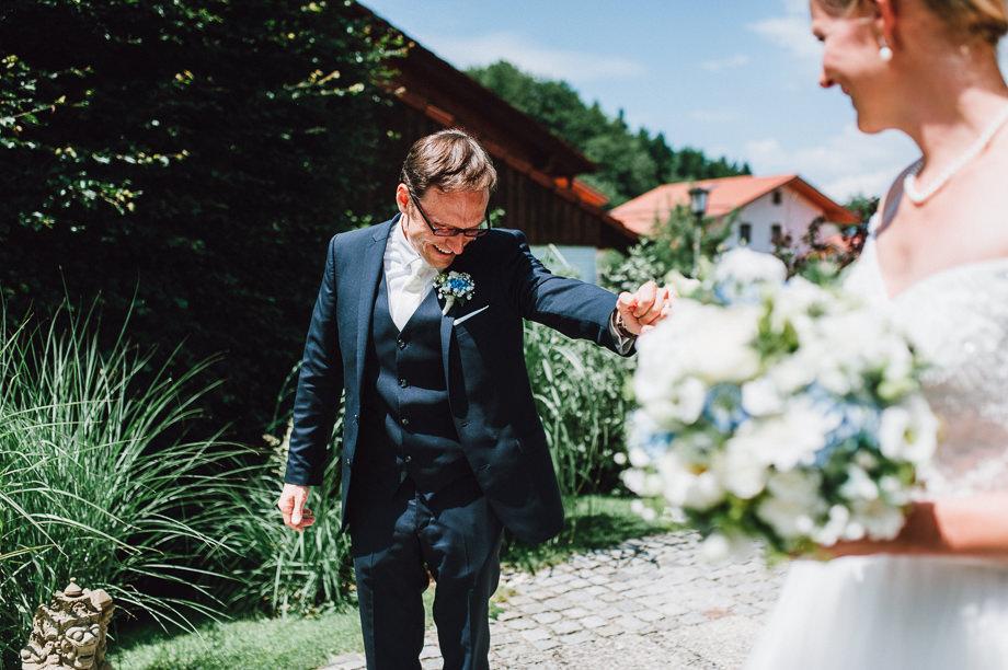Hochzeit_Tegernsee_Lauraelenaphotography_Lake_Wedding_Freihaus_Brenner_Mountainwedding_Sommerhochzeit_NewYork_Seeblick_030