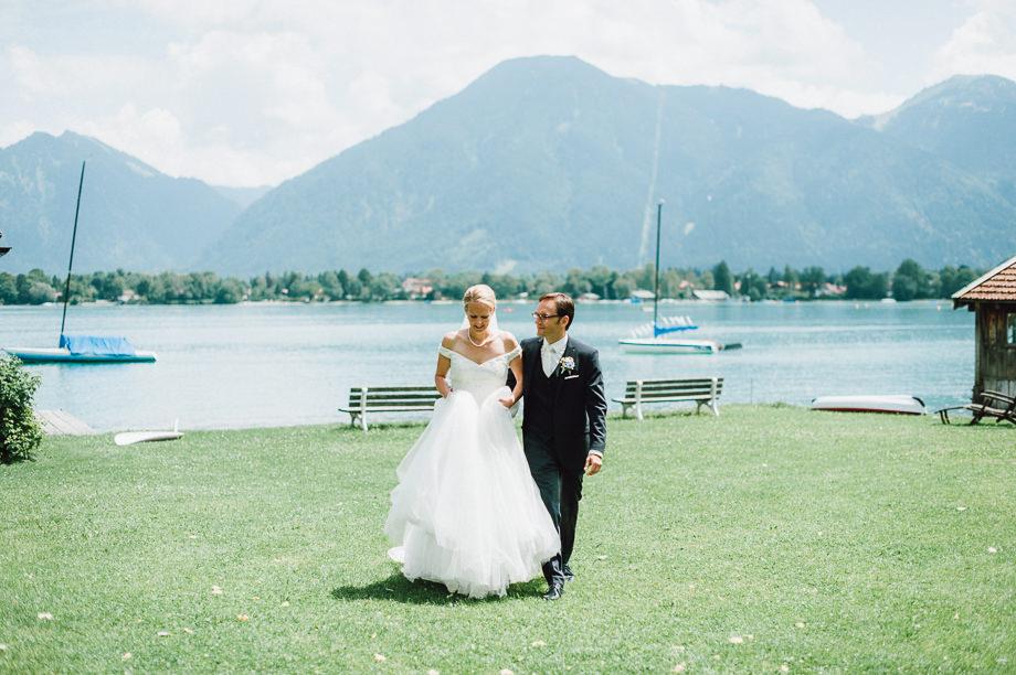 Hochzeit_Tegernsee_Lauraelenaphotography_Lake_Wedding_Freihaus_Brenner_Mountainwedding_Sommerhochzeit_NewYork_Seeblick_038