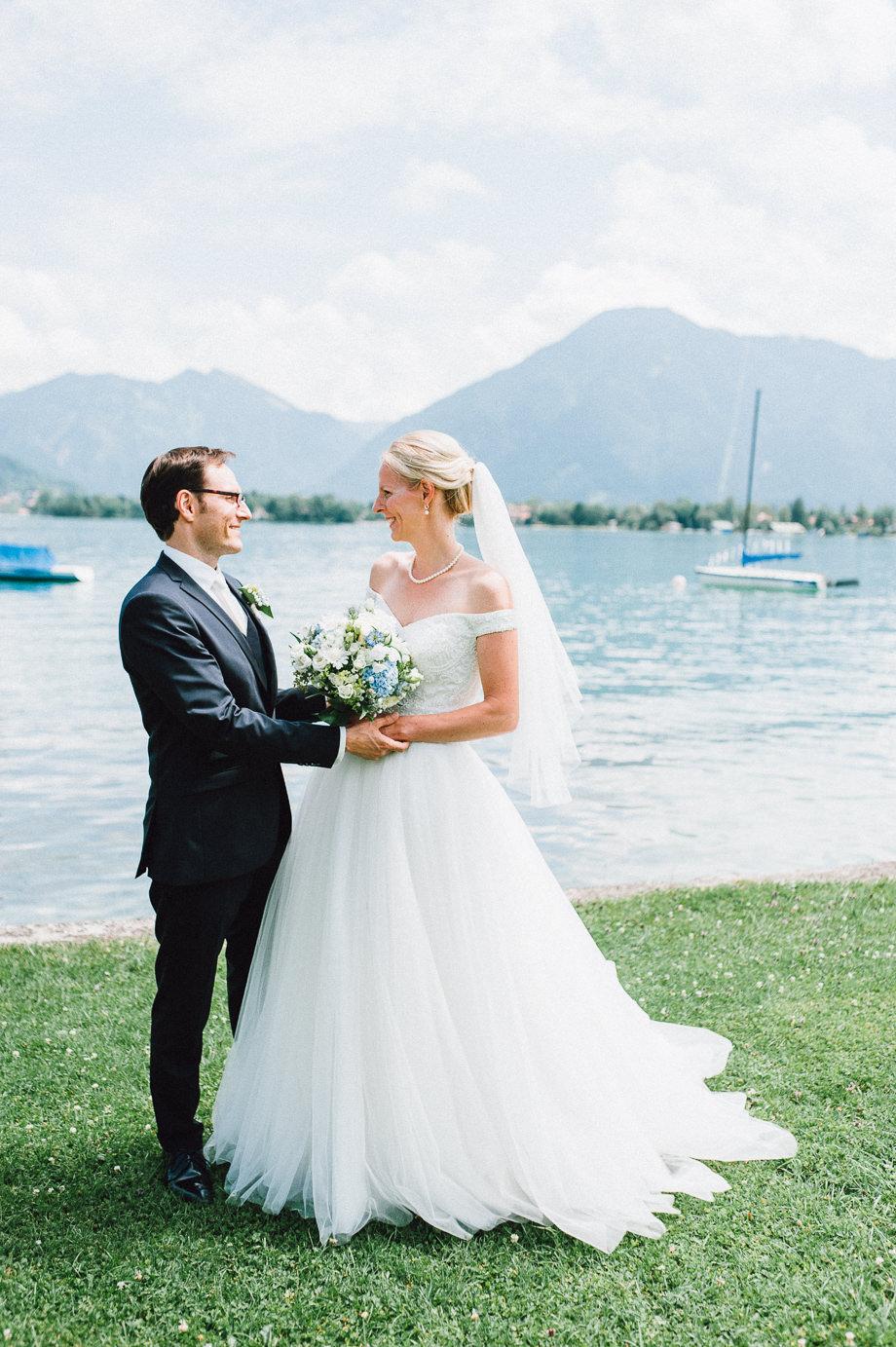 Hochzeit_Tegernsee_Lauraelenaphotography_Lake_Wedding_Freihaus_Brenner_Mountainwedding_Sommerhochzeit_NewYork_Seeblick_046