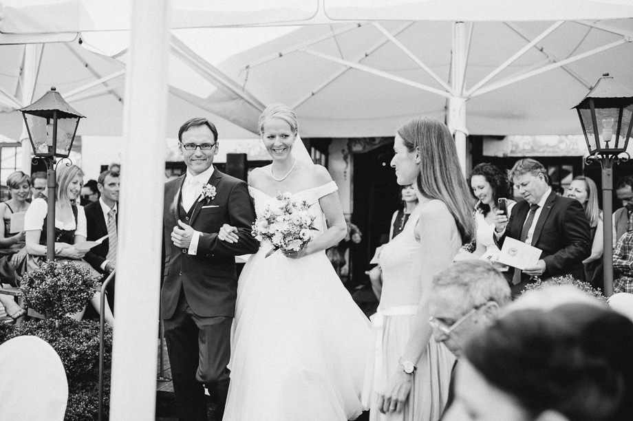 Hochzeit_Tegernsee_Lauraelenaphotography_Lake_Wedding_Freihaus_Brenner_Mountainwedding_Sommerhochzeit_NewYork_Seeblick_073