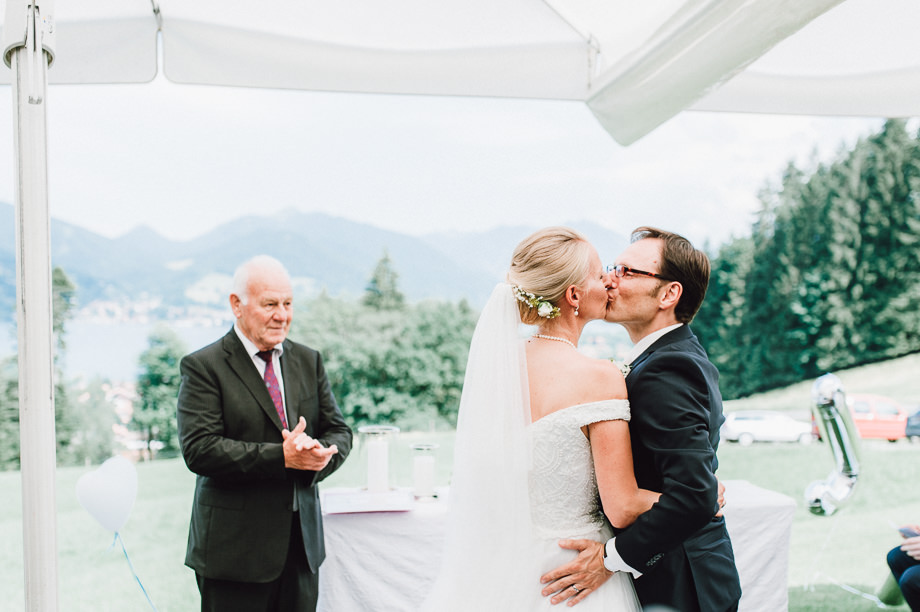 Hochzeit_Tegernsee_Lauraelenaphotography_Lake_Wedding_Freihaus_Brenner_Mountainwedding_Sommerhochzeit_NewYork_Seeblick_085