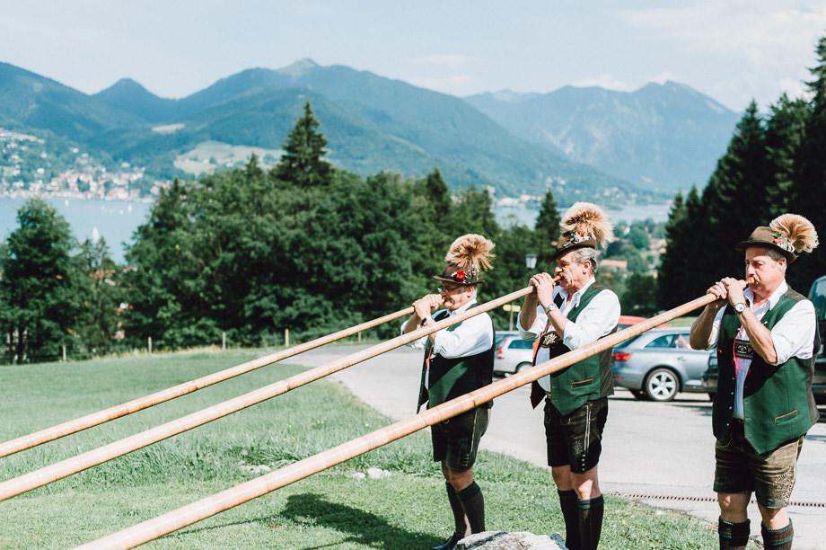 Hochzeit_Tegernsee_Lauraelenaphotography_Lake_Wedding_Freihaus_Brenner_Mountainwedding_Sommerhochzeit_NewYork_Seeblick_088