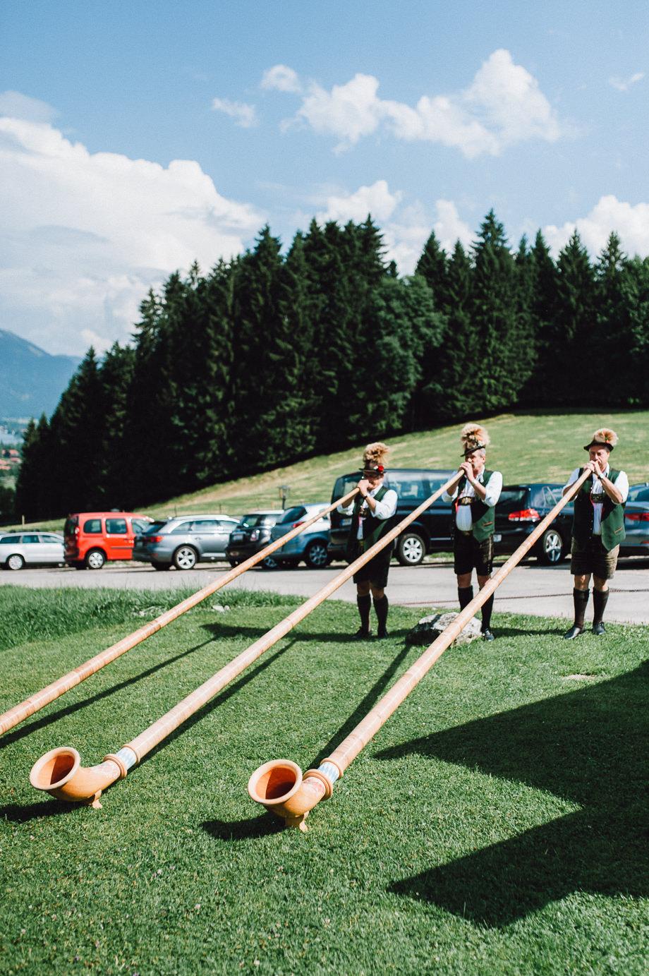 Hochzeit_Tegernsee_Lauraelenaphotography_Lake_Wedding_Freihaus_Brenner_Mountainwedding_Sommerhochzeit_NewYork_Seeblick_089