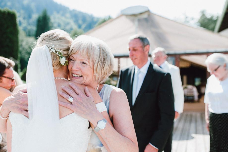 Hochzeit_Tegernsee_Lauraelenaphotography_Lake_Wedding_Freihaus_Brenner_Mountainwedding_Sommerhochzeit_NewYork_Seeblick_091