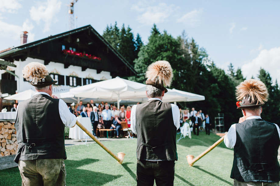 Hochzeit_Tegernsee_Lauraelenaphotography_Lake_Wedding_Freihaus_Brenner_Mountainwedding_Sommerhochzeit_NewYork_Seeblick_093