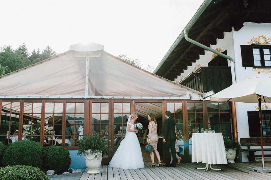 Hochzeit_Tegernsee_Lauraelenaphotography_Lake_Wedding_Freihaus_Brenner_Mountainwedding_Sommerhochzeit_NewYork_Seeblick_109