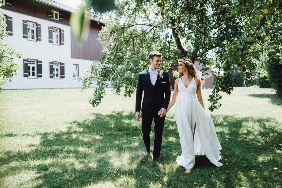 Hochzeit_Boho_Berghochzeit_Bohohochzeit_Elegant_Wasmeier_Museum_Hochzeitsfotograf_Schliersee_Muenchen_LauraElenaPhotography_038.jpg