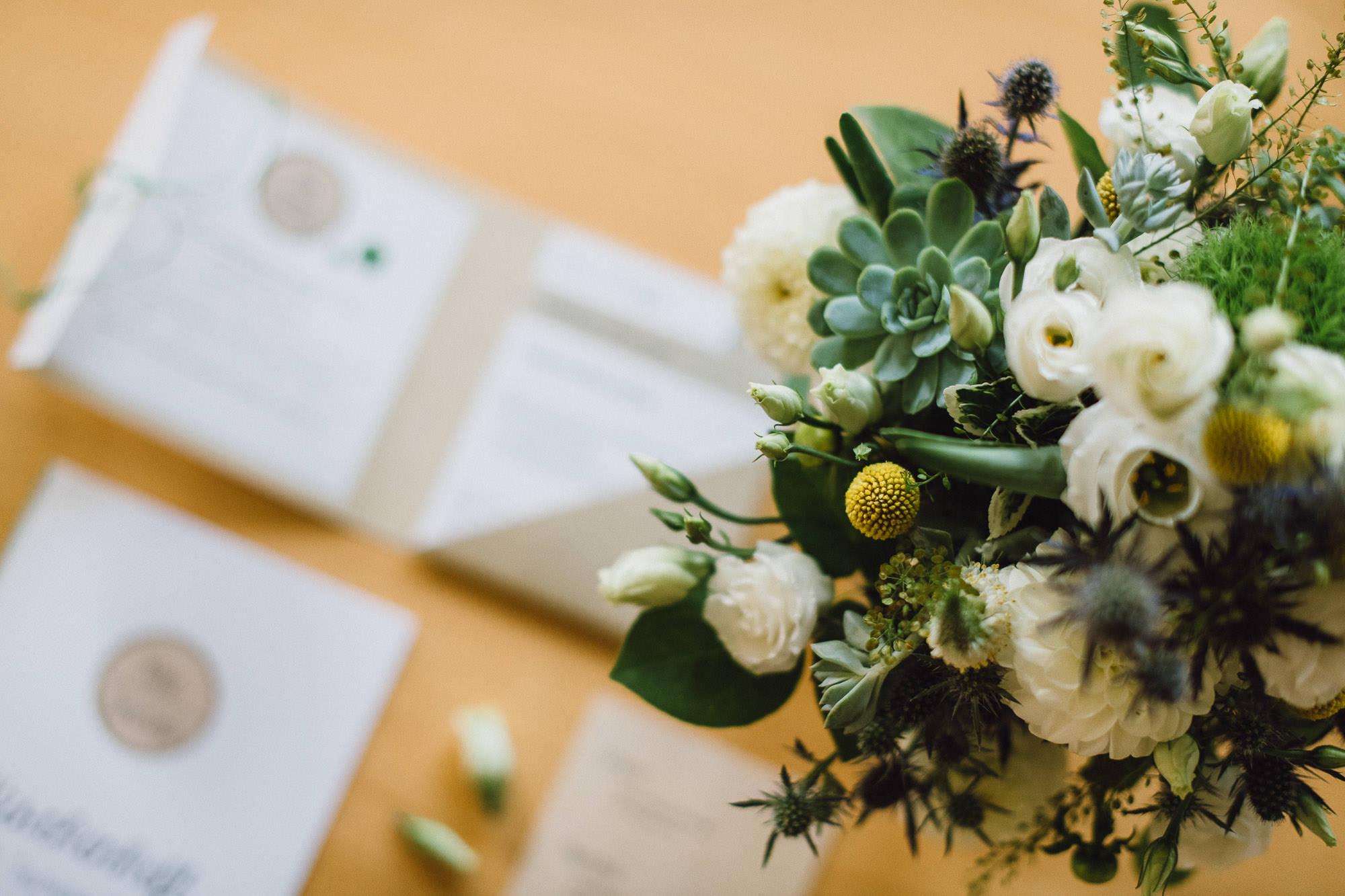 greenery-wedding-hochzeit-prielhof-sukkulenten-scheyern-lauraelenaphotography-003