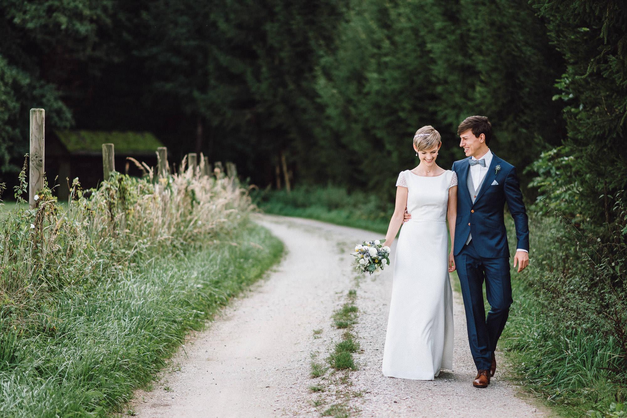 greenery-wedding-hochzeit-prielhof-sukkulenten-scheyern-lauraelenaphotography-026