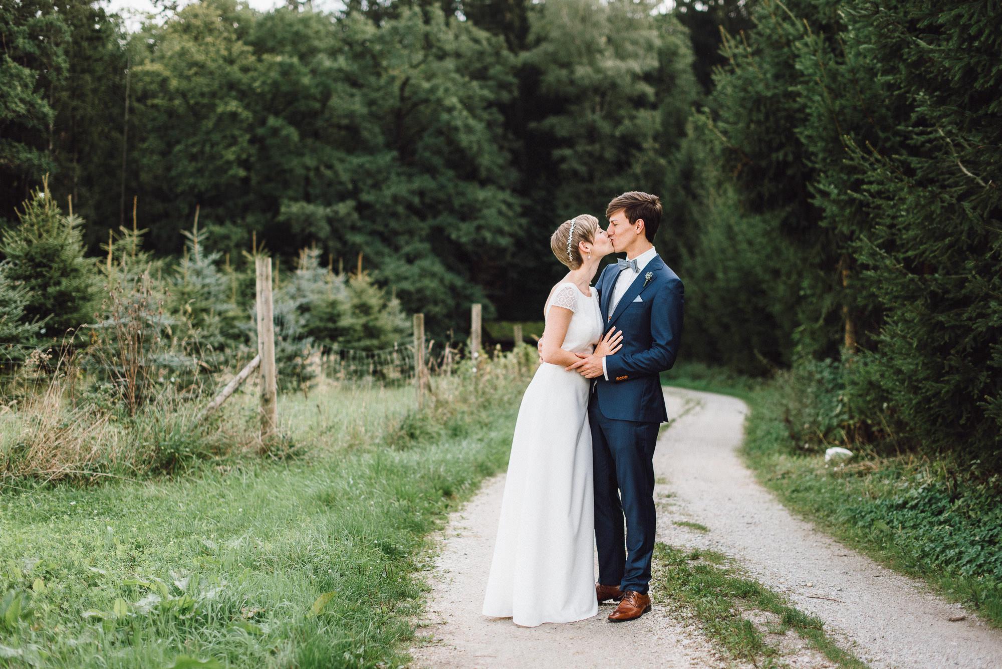 greenery-wedding-hochzeit-prielhof-sukkulenten-scheyern-lauraelenaphotography-030