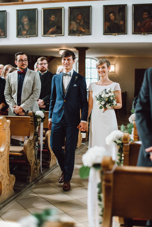 greenery-wedding-hochzeit-prielhof-sukkulenten-scheyern-lauraelenaphotography-037