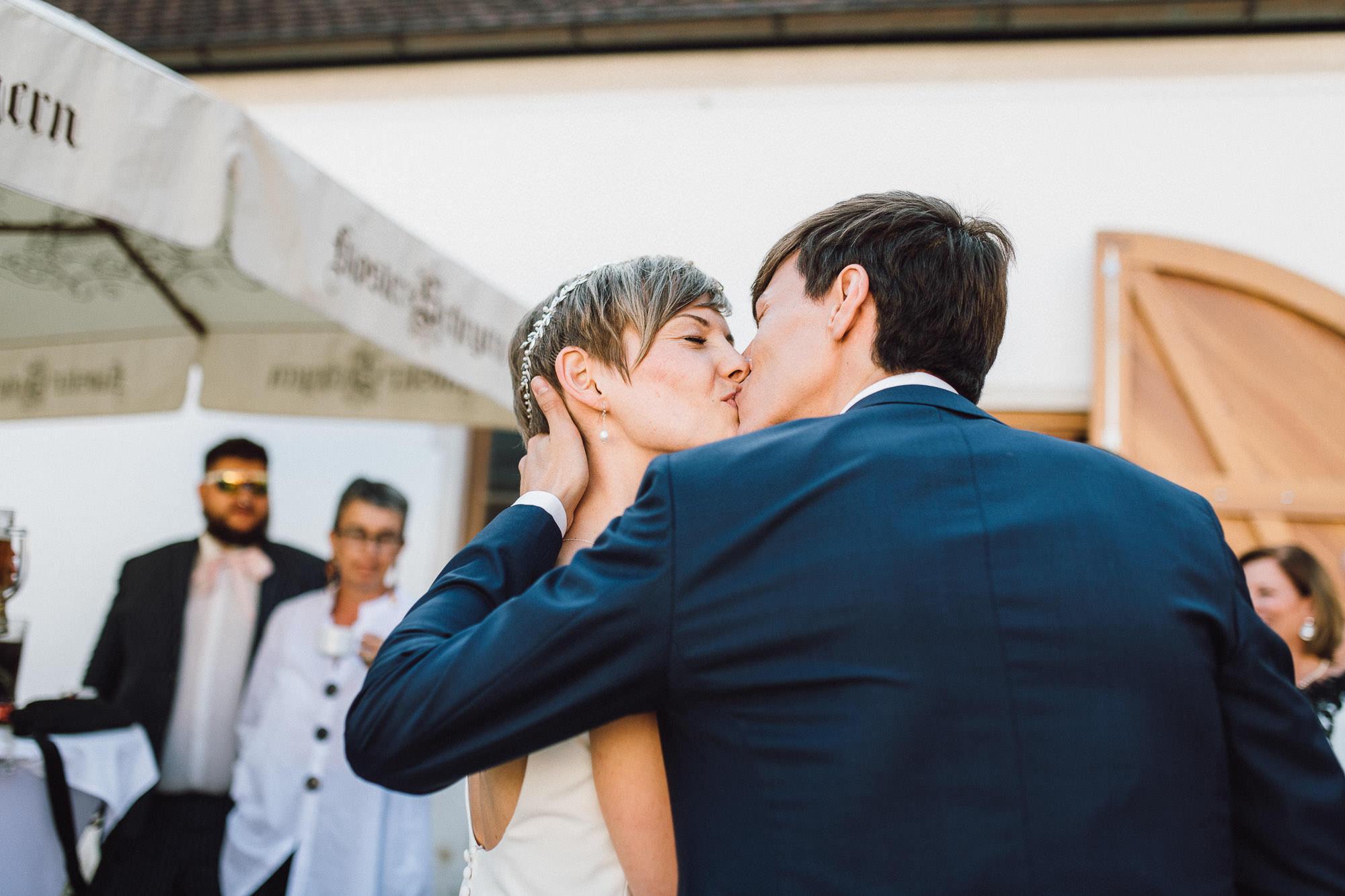 greenery-wedding-hochzeit-prielhof-sukkulenten-scheyern-lauraelenaphotography-066