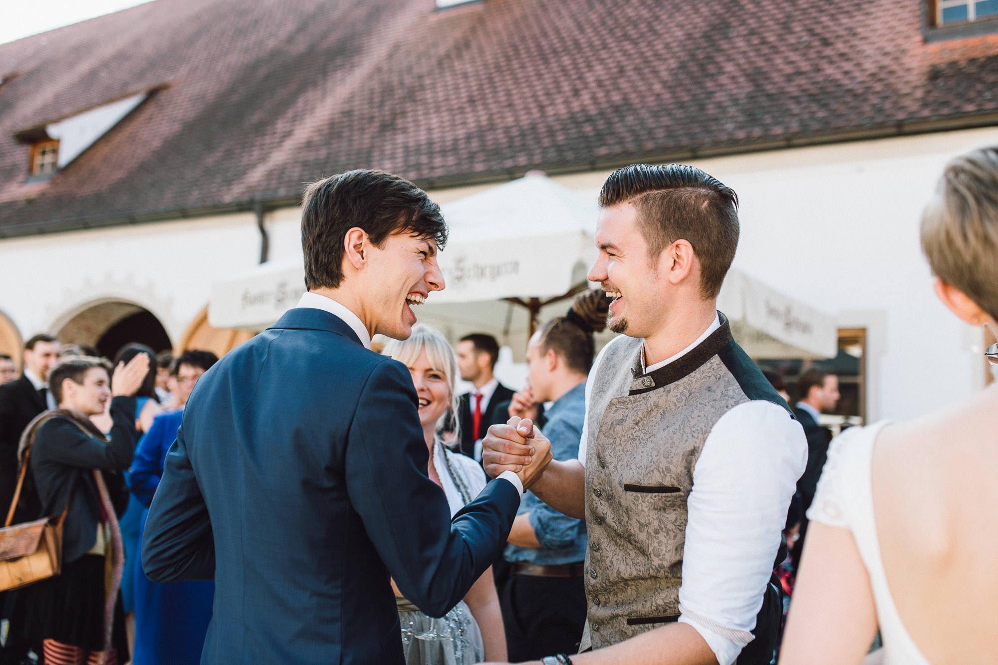 greenery-wedding-hochzeit-prielhof-sukkulenten-scheyern-lauraelenaphotography-067