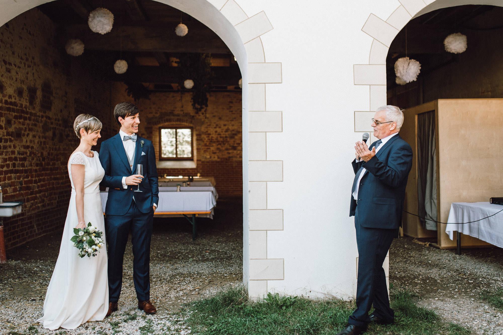 greenery-wedding-hochzeit-prielhof-sukkulenten-scheyern-lauraelenaphotography-068
