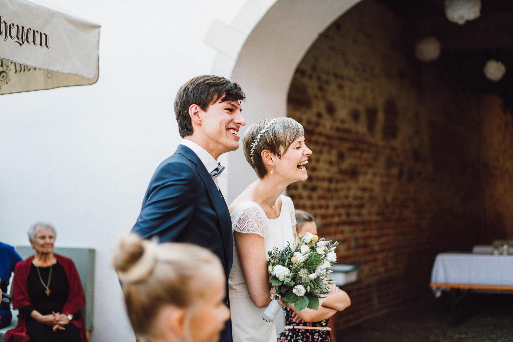 greenery-wedding-hochzeit-prielhof-sukkulenten-scheyern-lauraelenaphotography-072