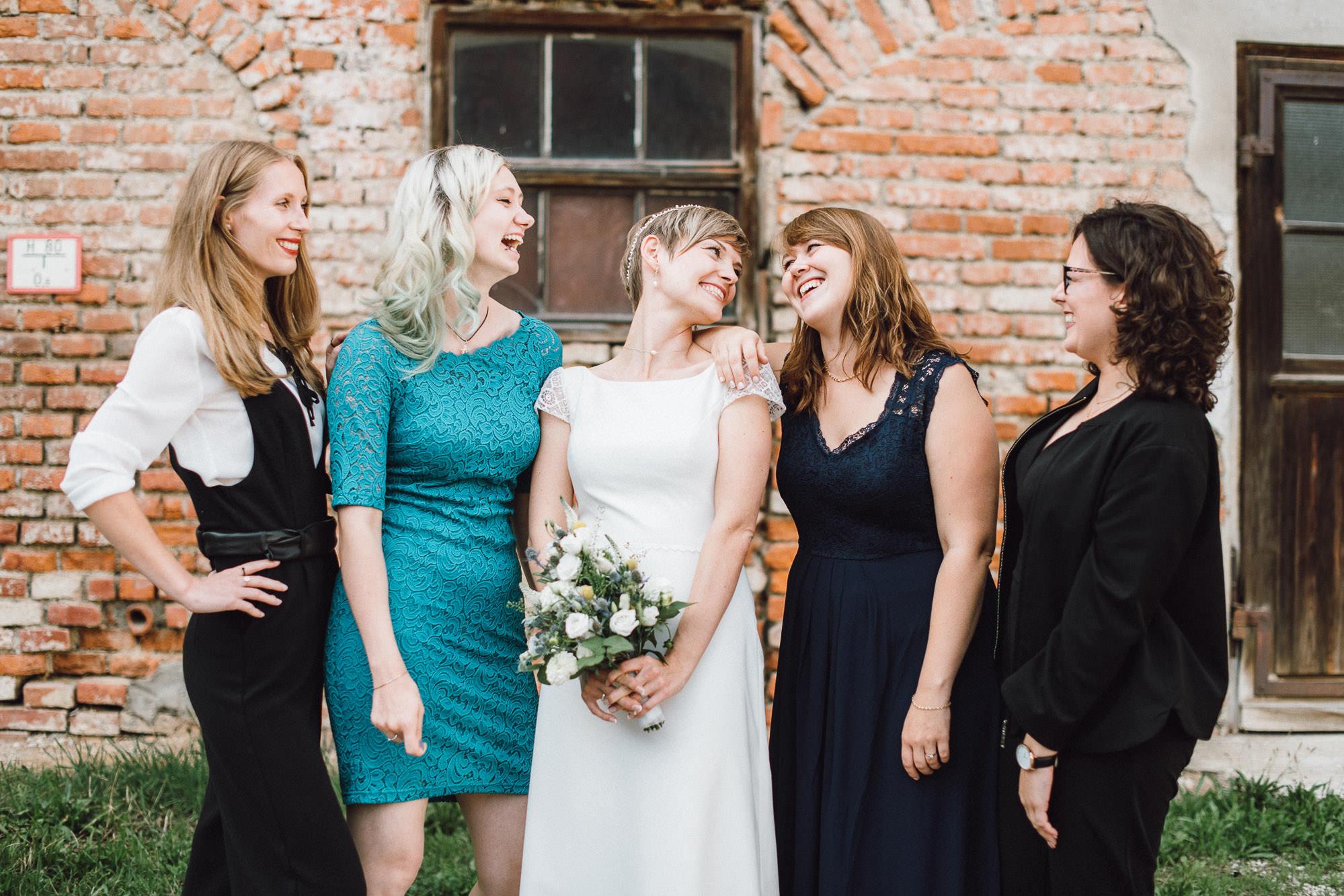 greenery-wedding-hochzeit-prielhof-sukkulenten-scheyern-lauraelenaphotography-075