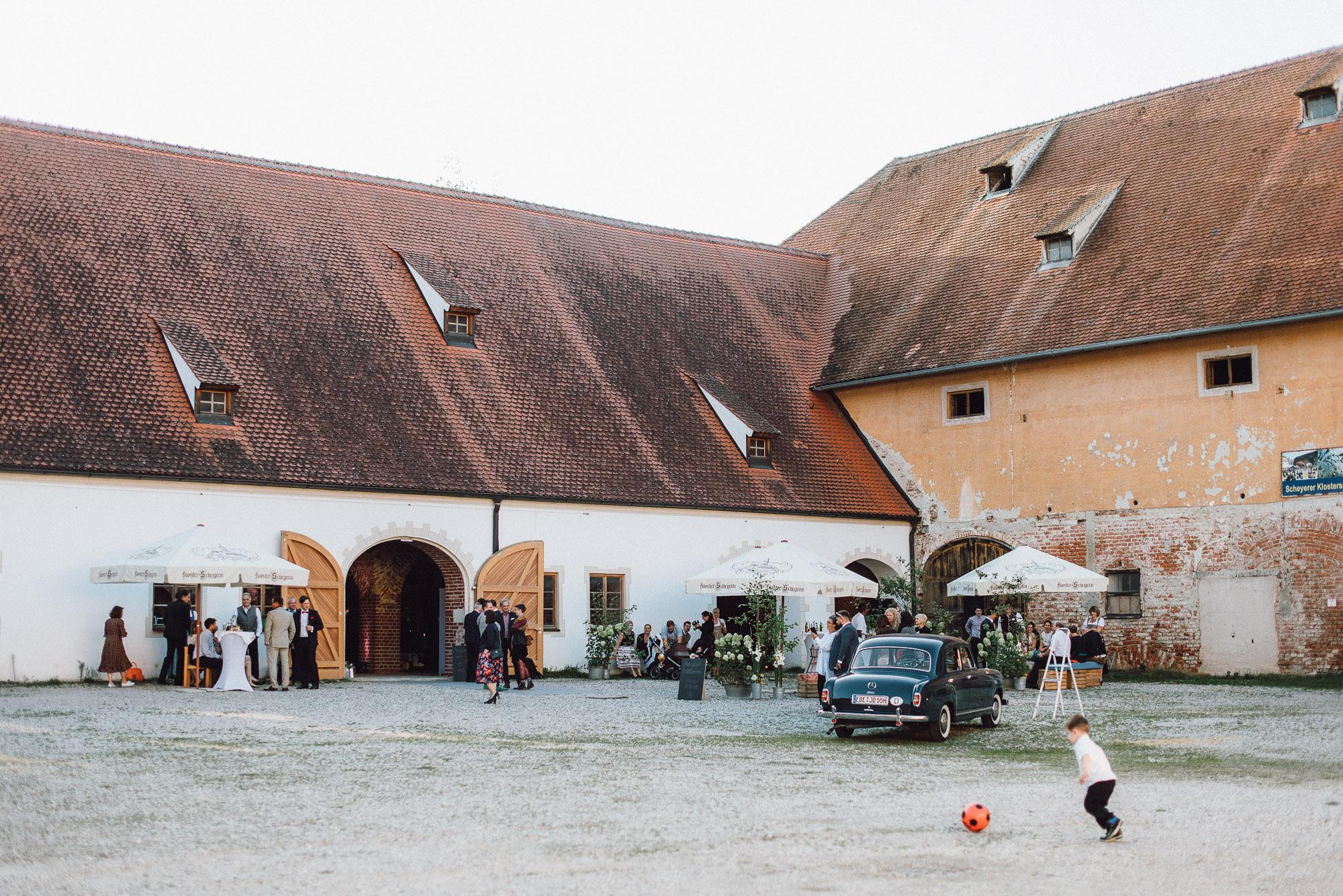 greenery-wedding-hochzeit-prielhof-sukkulenten-scheyern-lauraelenaphotography-076