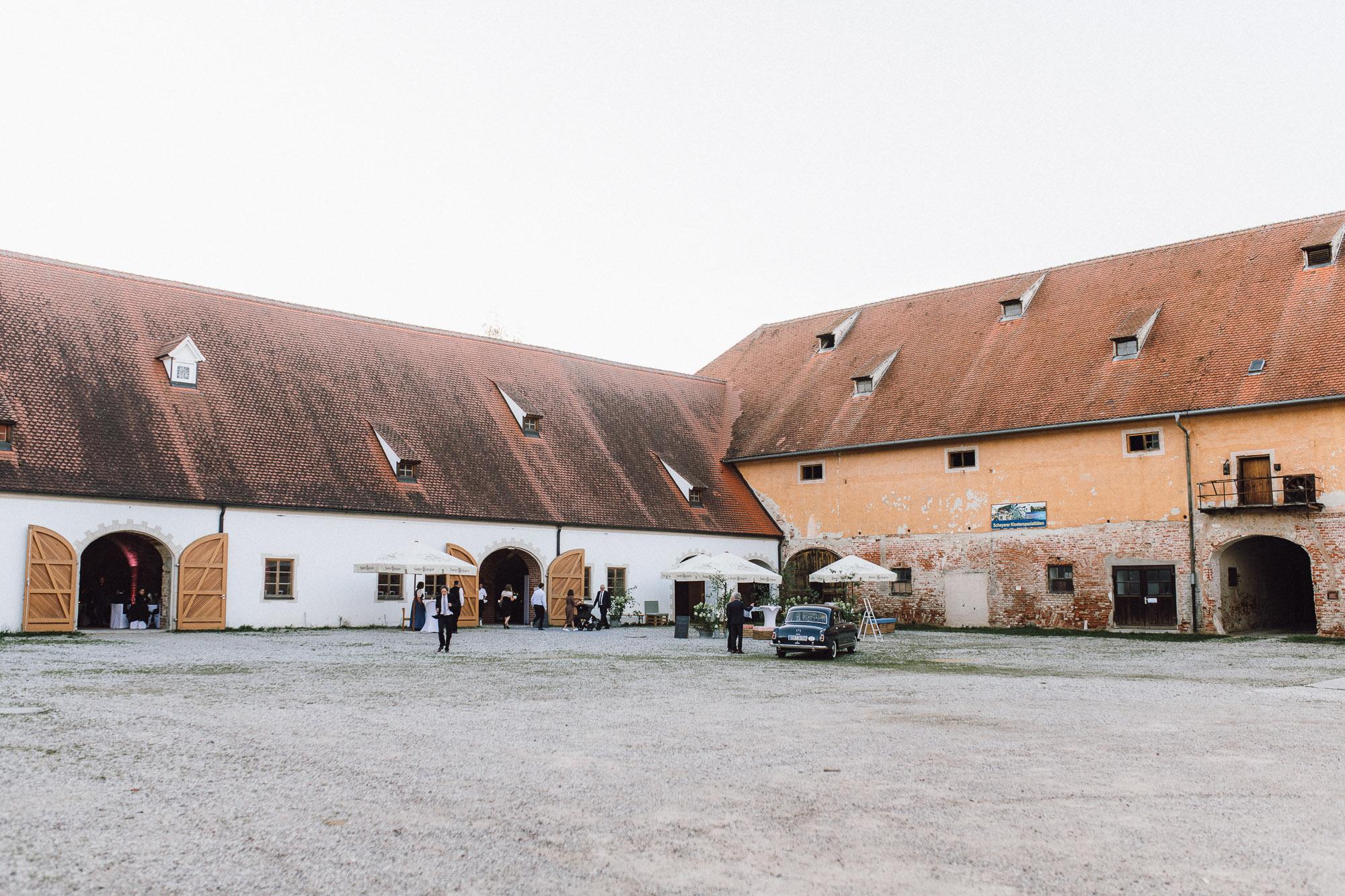 greenery-wedding-hochzeit-prielhof-sukkulenten-scheyern-lauraelenaphotography-089