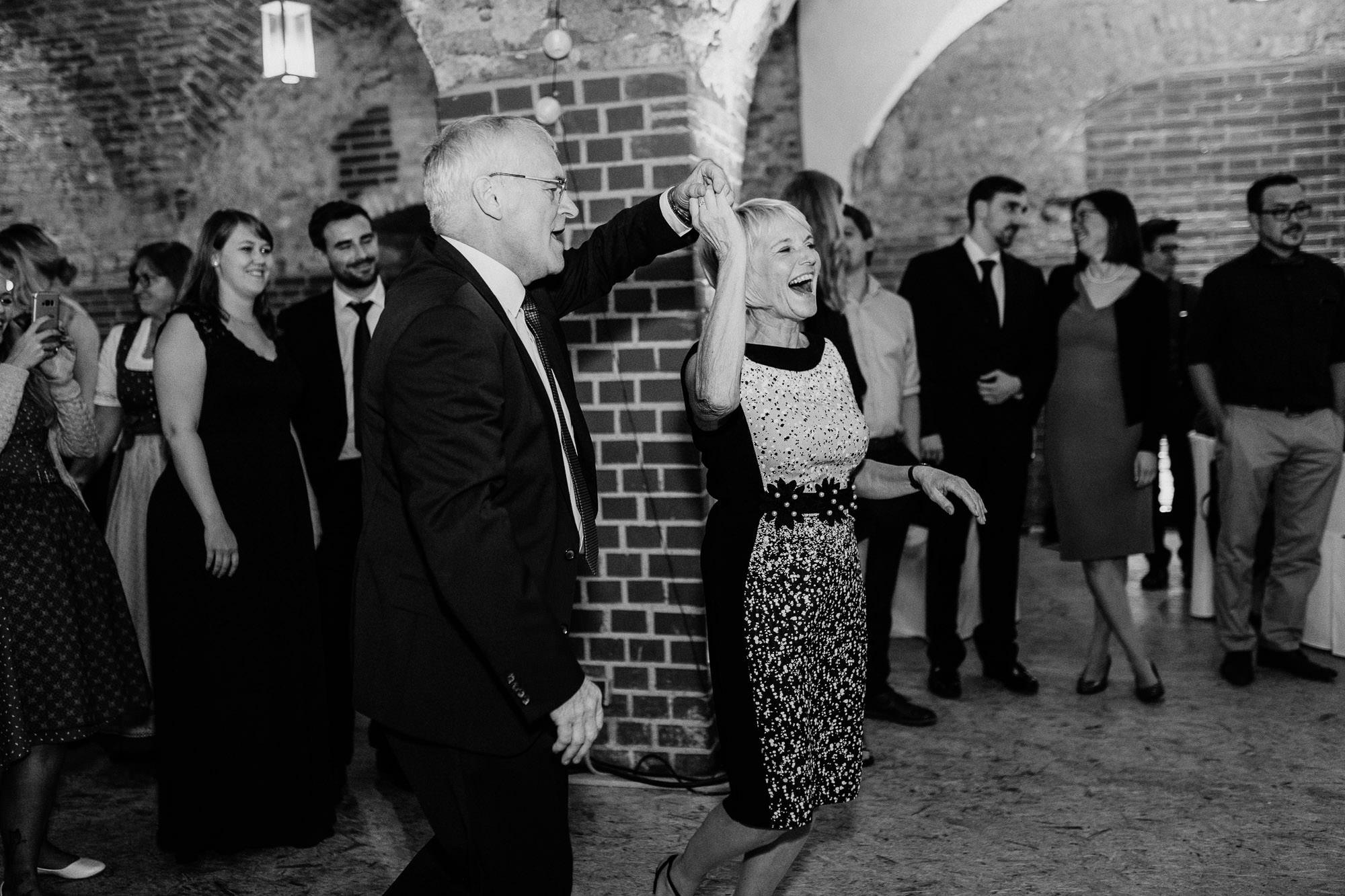 greenery-wedding-hochzeit-prielhof-sukkulenten-scheyern-lauraelenaphotography-119