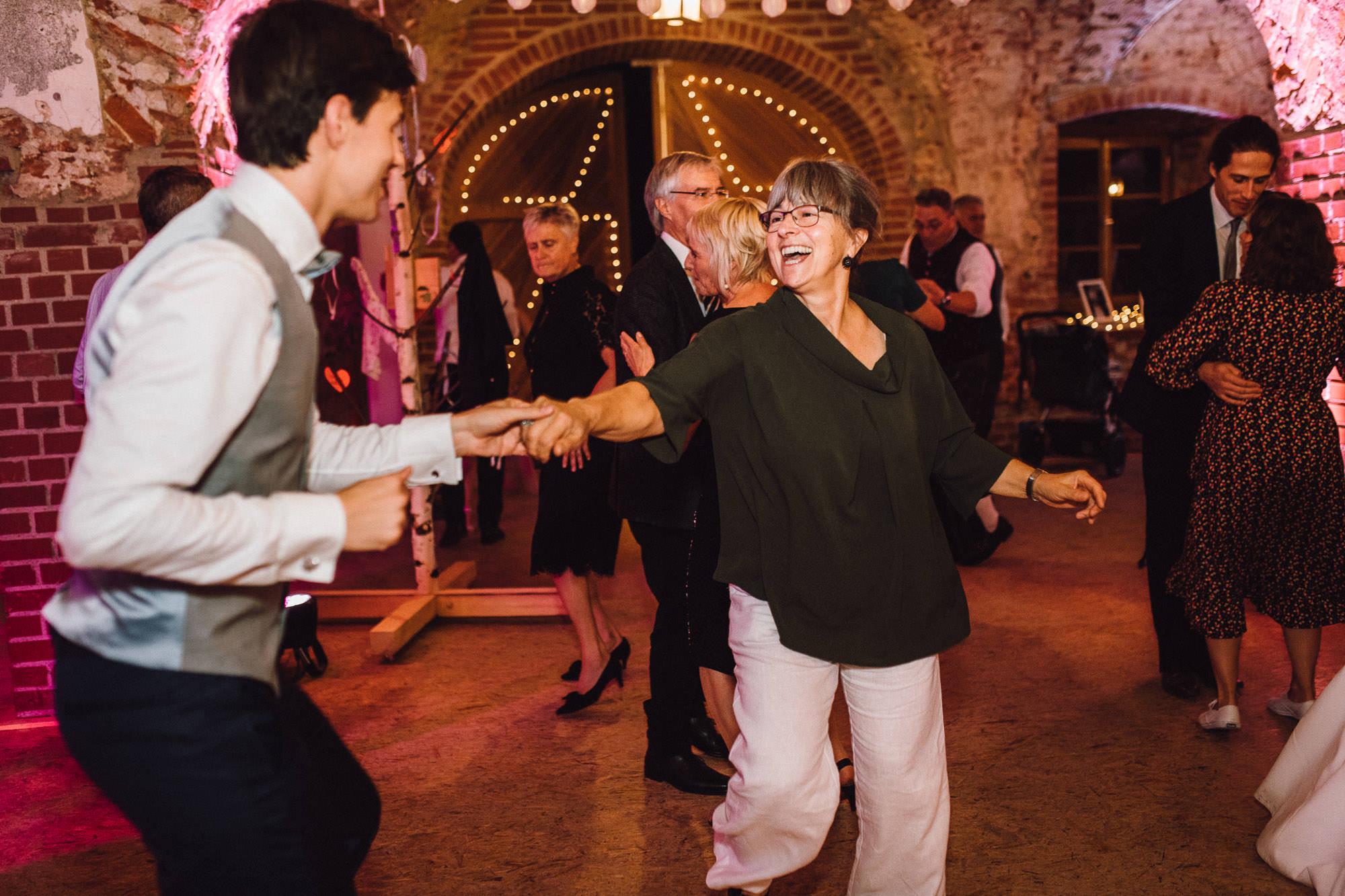 greenery-wedding-hochzeit-prielhof-sukkulenten-scheyern-lauraelenaphotography-121
