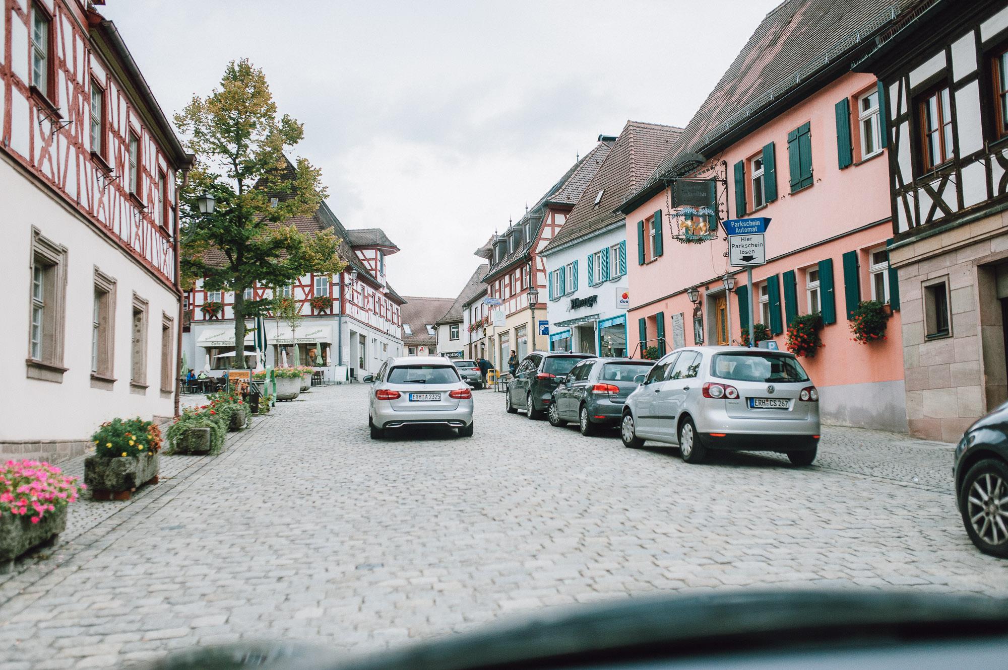 modern-urban-industrial-wedding-poolhaus-nuernberg-hochzeit-040