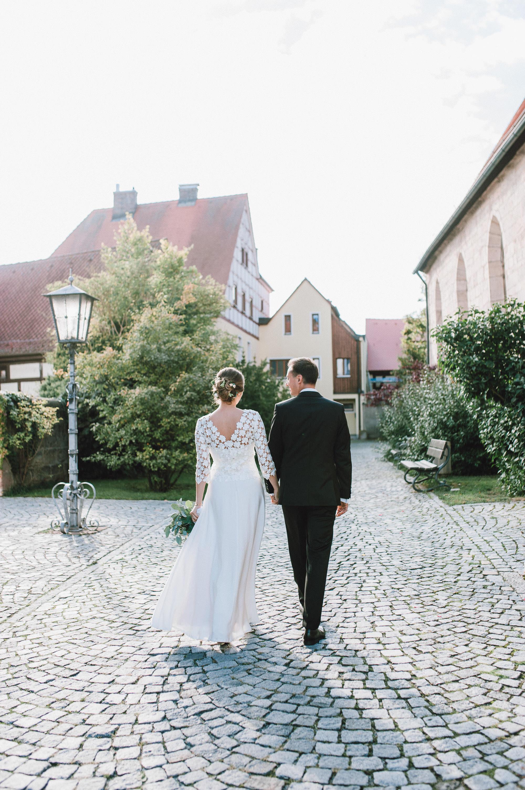 modern-urban-industrial-wedding-poolhaus-nuernberg-hochzeit-073