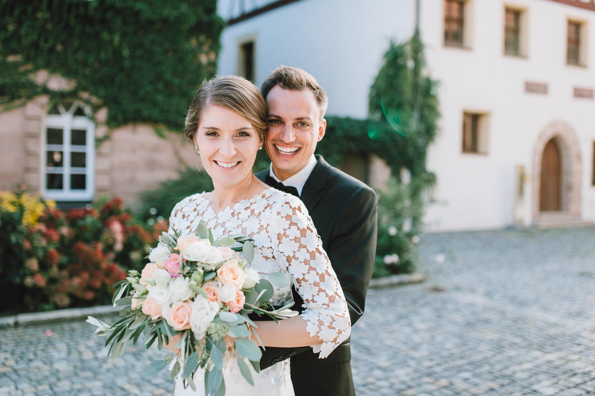 modern-urban-industrial-wedding-poolhaus-nuernberg-hochzeit-074