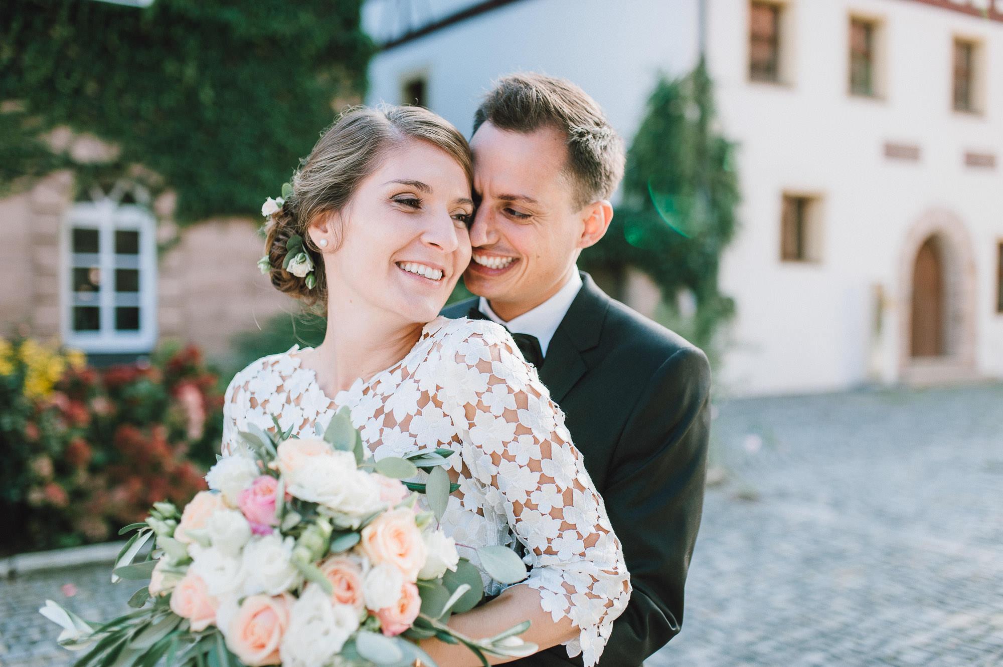 Inniges Brautpaarportrait