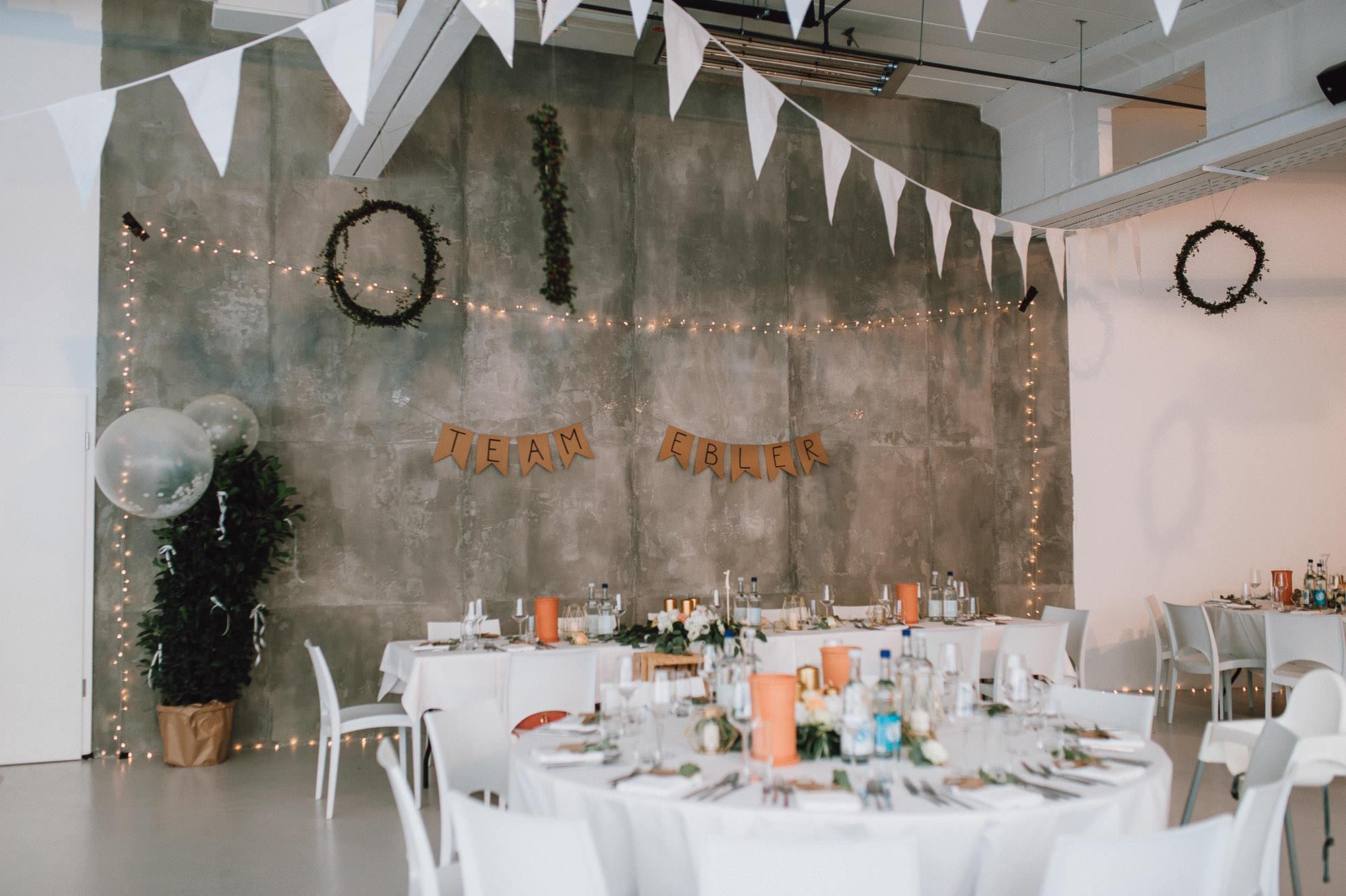 modern-urban-industrial-wedding-poolhaus-nuernberg-hochzeit-083