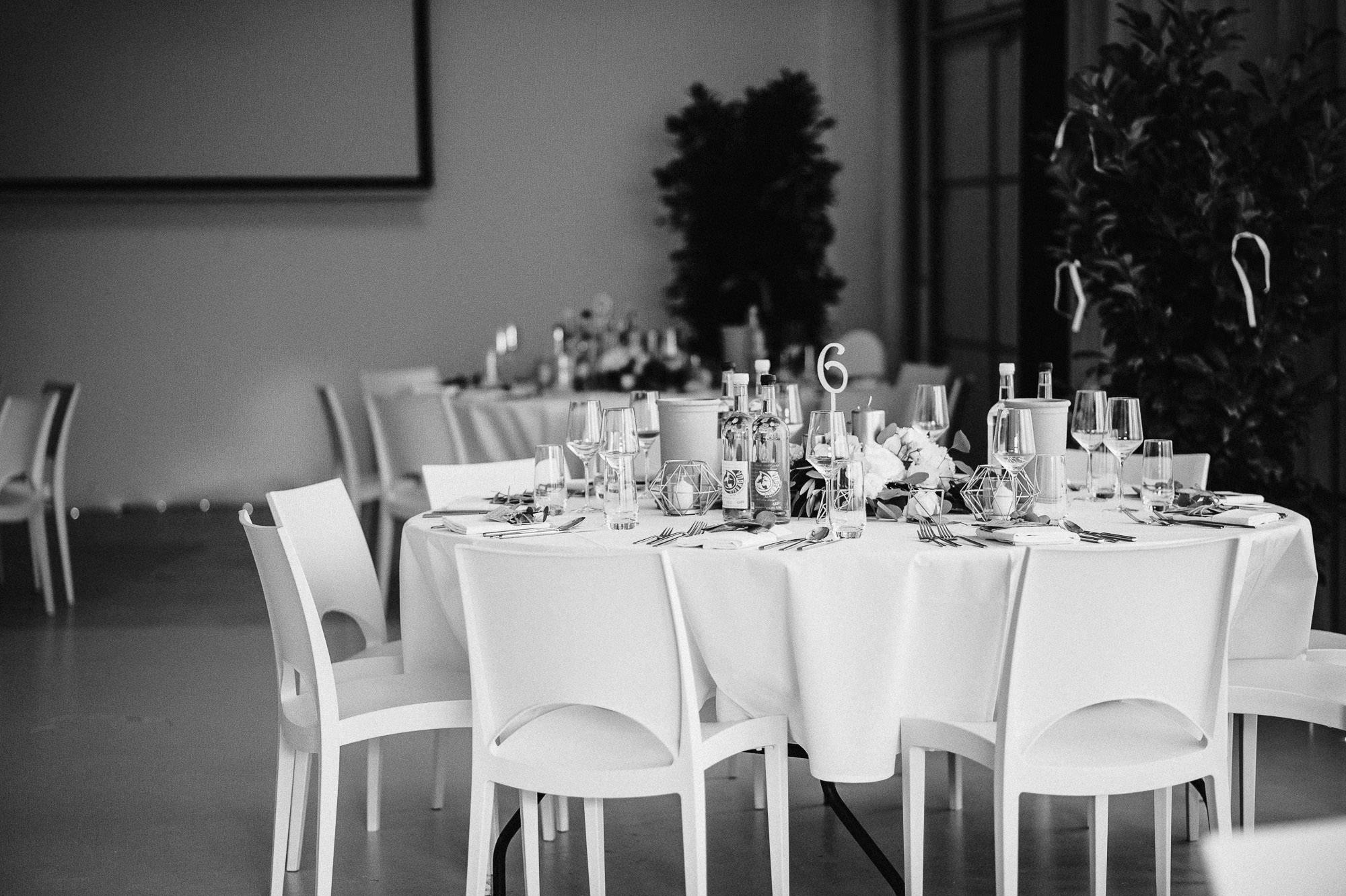 modern-urban-industrial-wedding-poolhaus-nuernberg-hochzeit-088