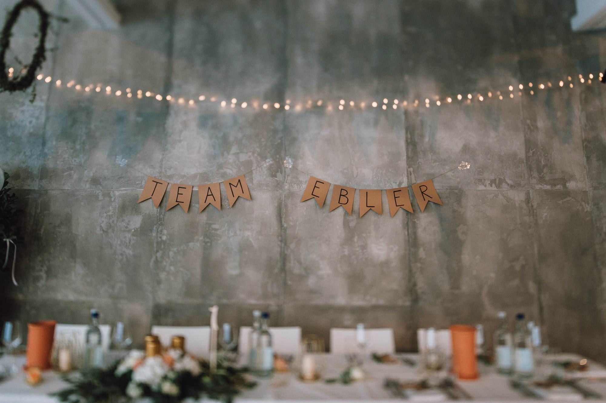 modern-urban-industrial-wedding-poolhaus-nuernberg-hochzeit-093