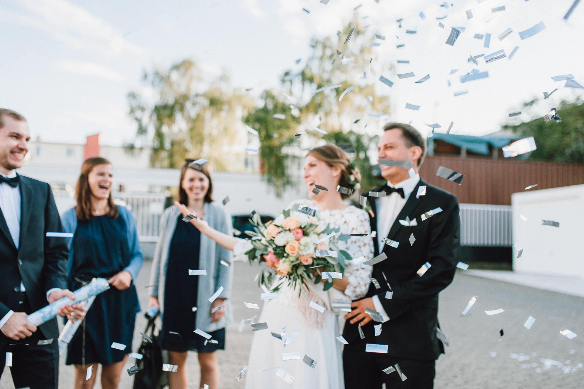 modern-urban-industrial-wedding-poolhaus-nuernberg-hochzeit-096