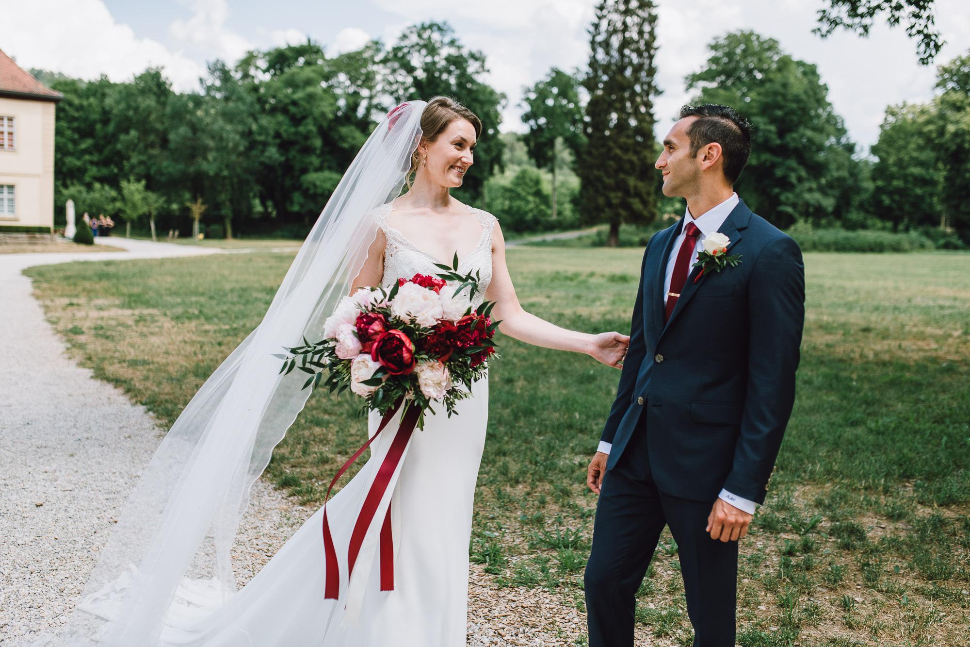 First Look zwischen Braut und Bräutigam